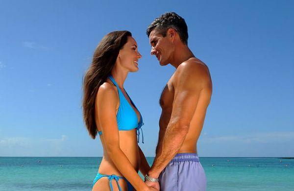 couples-beach-600x390